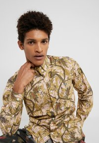 Vivienne Westwood - BUTTON KRALL CLASSIC SHIRTING - Hemd - paradise - 5