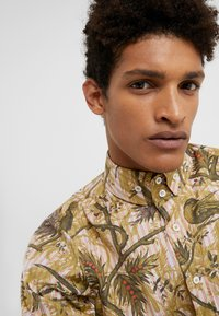 Vivienne Westwood - BUTTON KRALL CLASSIC SHIRTING - Hemd - paradise - 3