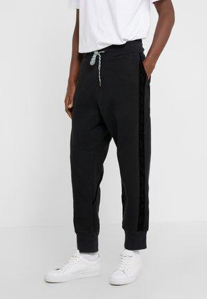 TRACKSUIT PANTS - Teplákové kalhoty - black