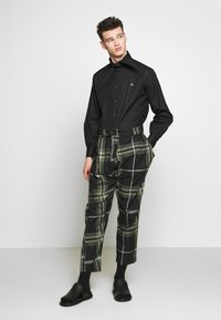 Vivienne Westwood Anglomania - ALCOHOLIC TROUSERS - Tygbyxor - black - 1