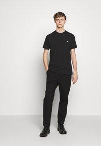 Vivienne Westwood - BOXY T-SHIRT - T-Shirt basic - black - 1