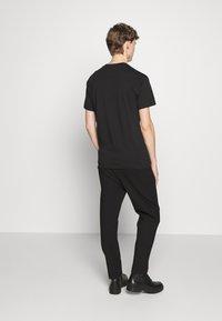 Vivienne Westwood - BOXY T-SHIRT - T-Shirt basic - black - 2