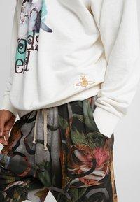Vivienne Westwood - TEX CAT  - Mikina - off-white - 6
