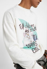 Vivienne Westwood - TEX CAT  - Mikina - off-white - 4