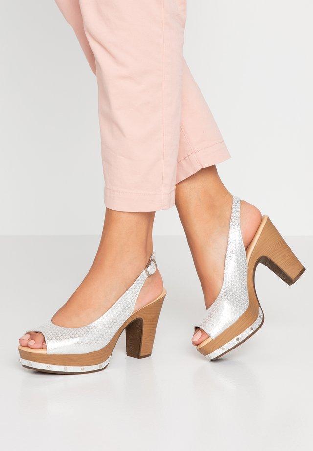 Pantofle na podpatku - blanco