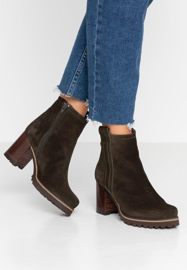 Kotníkové boty - pino