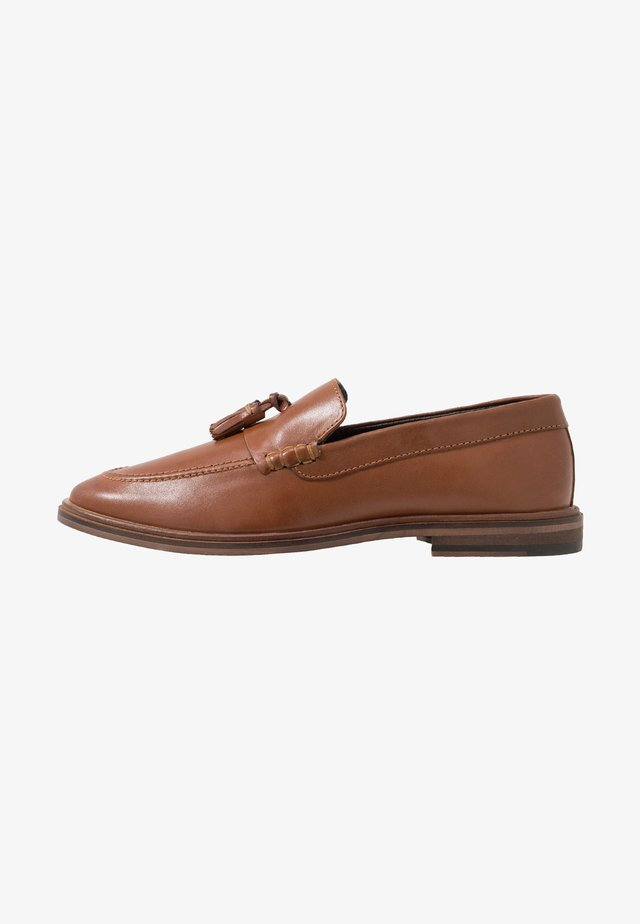WEST TASSEL LOAFER - Smart slip-ons - moscow tan