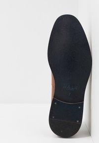 Walk London - WEST TASSEL LOAFER - Mocassini eleganti - moscow tan - 4
