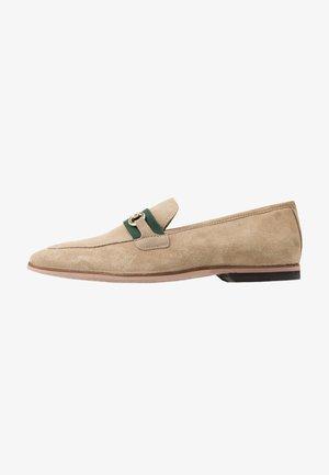 RAPHAEL  - Elegantní nazouvací boty - stone/green