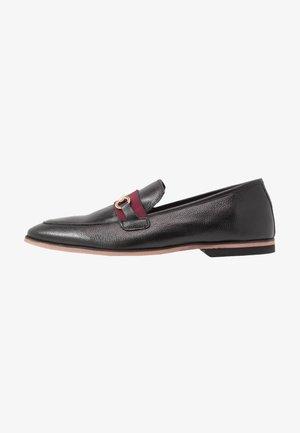 RAPHAEL  - Elegantní nazouvací boty - black