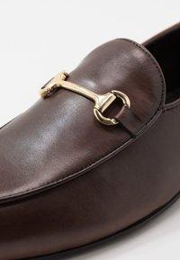 Walk London - JACOB - Mocassini eleganti - swiss brown/gold - 5