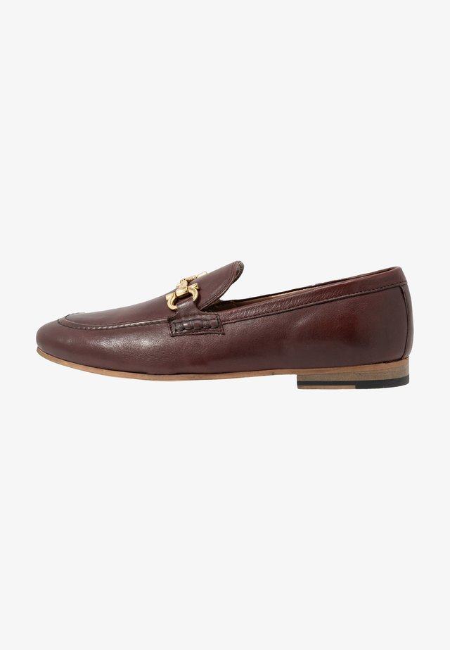 GLOVER TRIM - Smart slip-ons - cognac stone wash