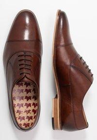 Walk London - HOUSTON TOE CAP - Eleganckie buty - brown - 1