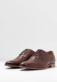 Walk London - HOUSTON TOE CAP - Eleganckie buty - brown - 2