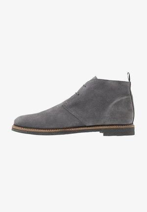 DYLAN DESERT BOOT - Volnočasové šněrovací boty - crut grey