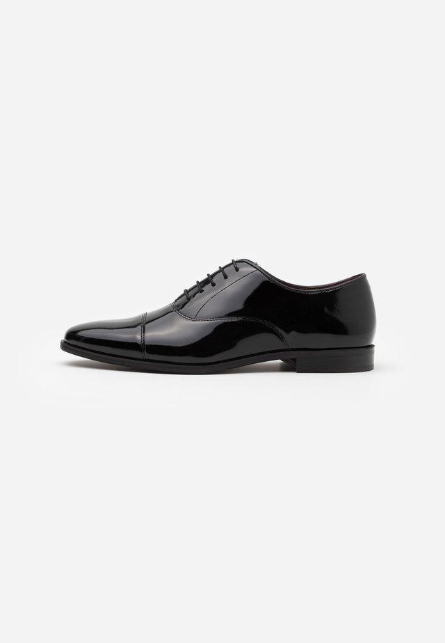 ALFIE OXFORD TOE CAP - Stringate eleganti - black