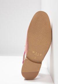 Walk London - JUDE MULE ESLASTIC - Scarpe senza lacci - pink - 4