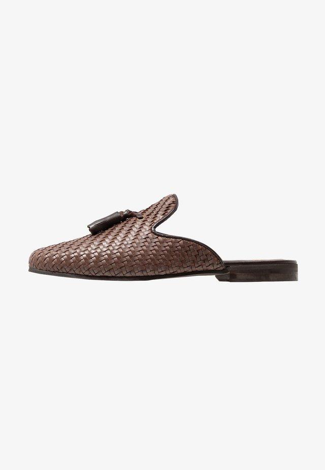 JUDE MULE WEAVE - Scarpe senza lacci - brown