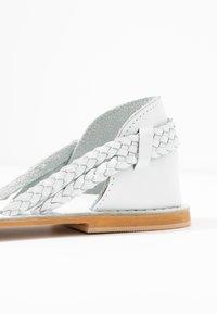 Warehouse - PLAITED HURRACHE - Sandals - white - 2
