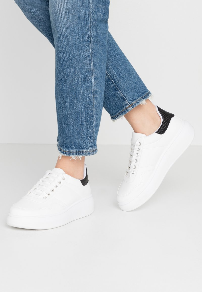 Warehouse - HEAVY SOLE TRAINER - Trainers - white/black