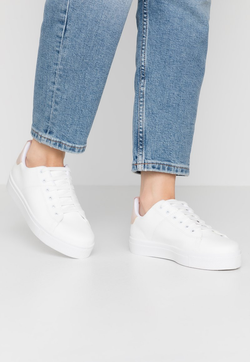 Warehouse - CLASSIC LACE UP TRAINER - Trainers - white