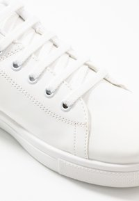 Warehouse - CLASSIC LACE UP TRAINER - Trainers - white - 2