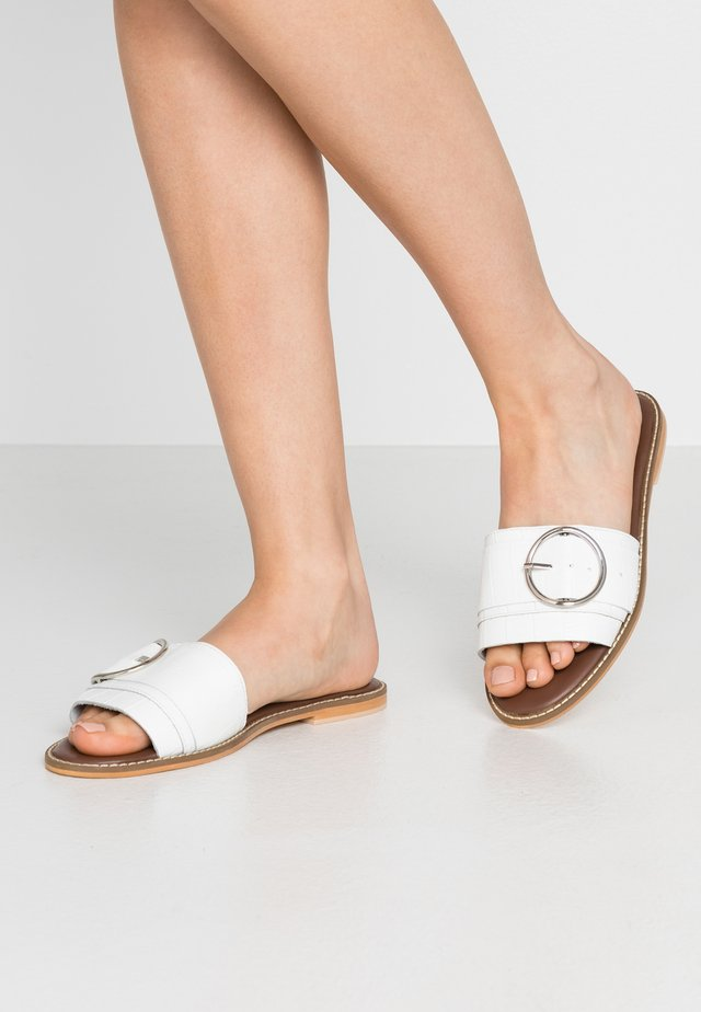 RING DETAIL MULE - Pantofle - white