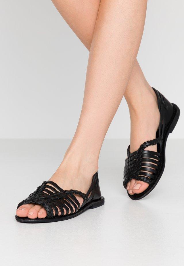 HUARACHE - Sandaalit nilkkaremmillä - black