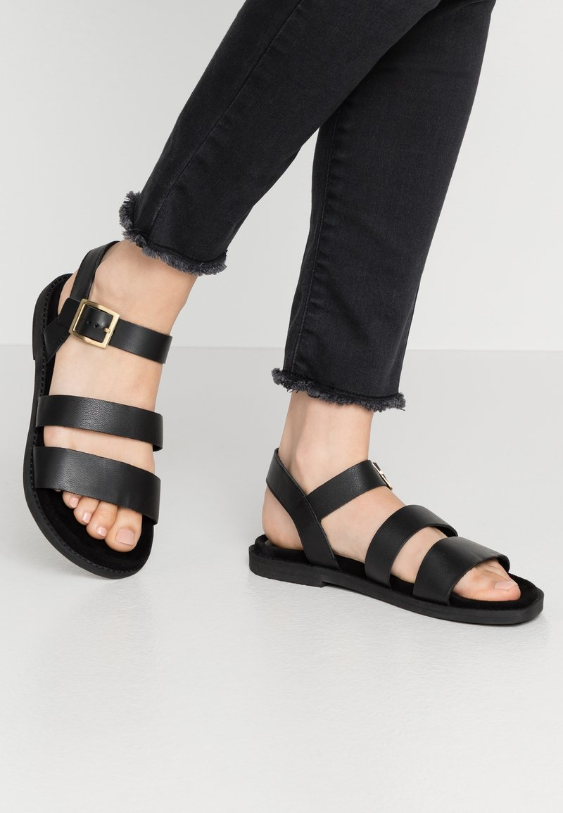 Warehouse - MULTI STRAP FOOTBED - Sandals - black