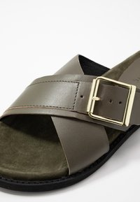 Warehouse - CROSSOVER FOOTBED  - Mules - khaki - 2