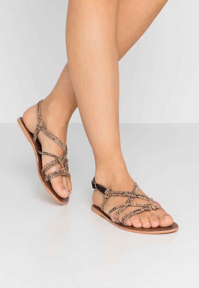 KNOTTED STRAPPY SANDAL - Sandály - brown