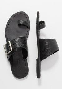 Warehouse - TOE THONG BUCKLE  - T-bar sandals - black - 3