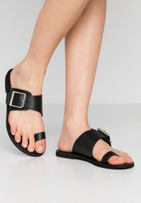 Warehouse - TOE THONG BUCKLE  - T-bar sandals - black - 0
