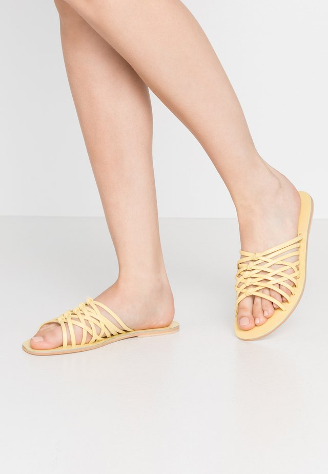 MULTI KNOT - Sandaler - pale yellow