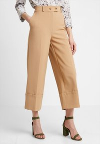 Warehouse - BUTTON TAB TROUSER - Kalhoty - camel - 0