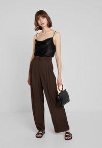 Warehouse - WIDE LEG TROUSER - Pantaloni - chocolate - 1