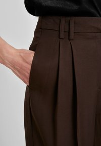Warehouse - WIDE LEG TROUSER - Pantaloni - chocolate - 3