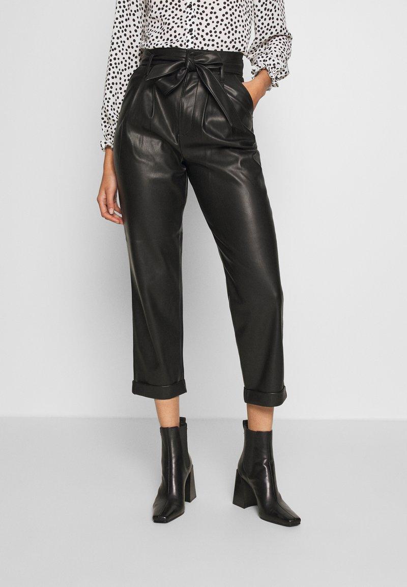 Warehouse - BELTED TROUSER - Spodnie materiałowe - black