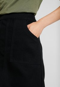 Warehouse - POCKET DETAIL SKIRT - Áčková sukně - black - 4