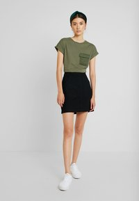 Warehouse - POCKET DETAIL SKIRT - Áčková sukně - black - 1