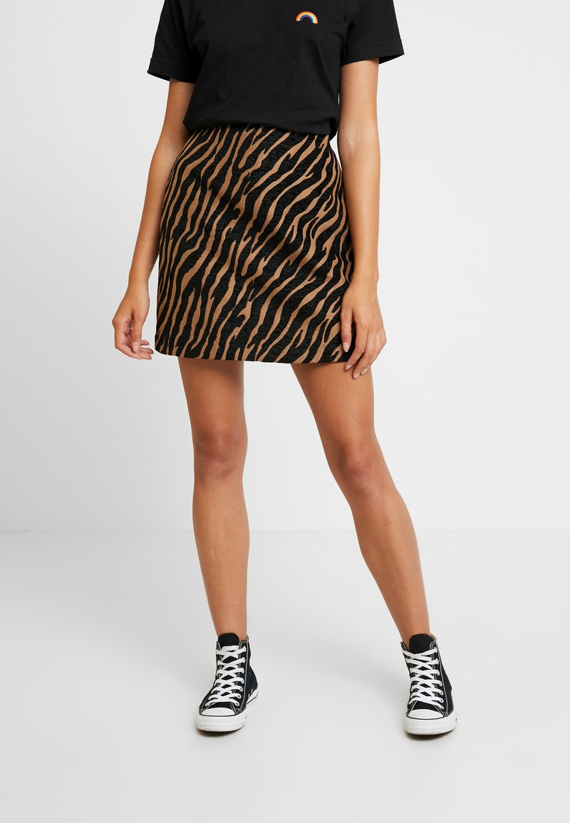 Warehouse - ZEBRA PELMET SKIRT - Minijupe - brown/black