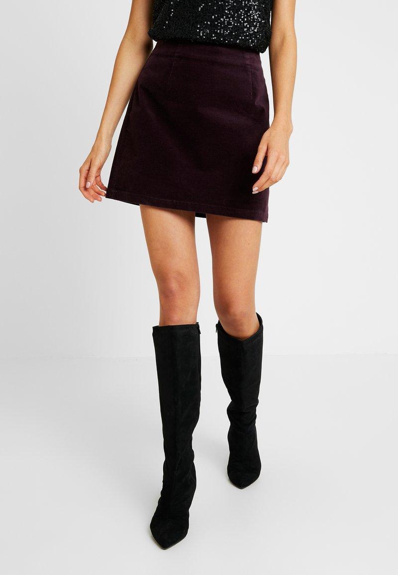 Warehouse - SKIRT - Áčková sukně - berry