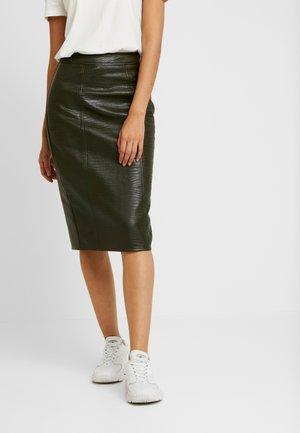 CROC PENCIL SKIRT - Pouzdrová sukně - khaki