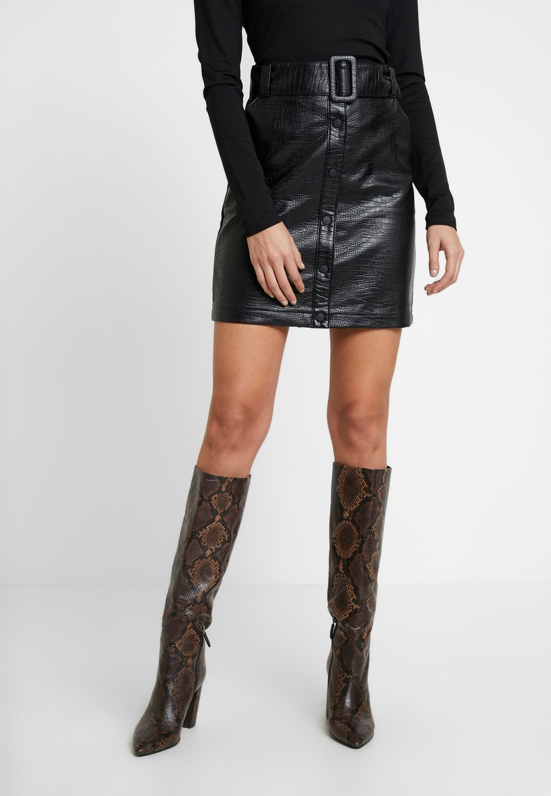 Warehouse - CROC BELTED SKIRT - A-line skirt - black