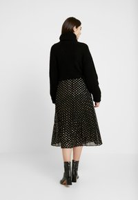Warehouse - PLEATED MIDI SKIRT - Gonna a campana - gold - 2
