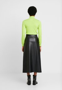 Warehouse - BUTTON THROUGH SKIRT - A-line skjørt - black - 2
