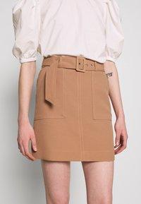 Warehouse - CONTRAST STITCH PELMET SKIRT - A-line skirt - camel - 4