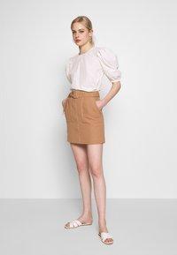 Warehouse - CONTRAST STITCH PELMET SKIRT - A-line skirt - camel - 1