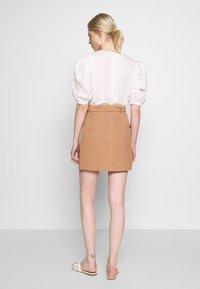 Warehouse - CONTRAST STITCH PELMET SKIRT - A-line skirt - camel - 2