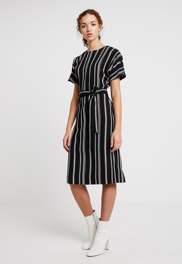 Warehouse - STRIPE BUTTON DETAIL WIGGLE DRESS - Freizeitkleid - black